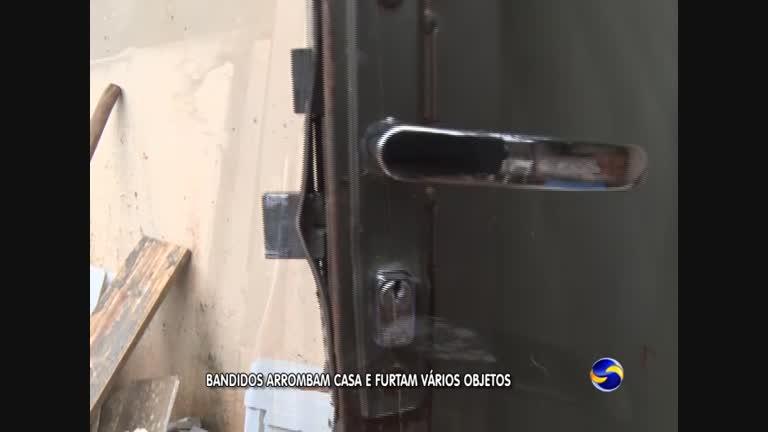 7db5848ae9 BANDIDOS ARROMBAM CASA - 02 00